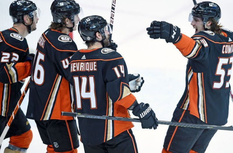 Kings vs Ducks Picks: Can Anaheim Stay Perfect In The Freeway Face-Off?
