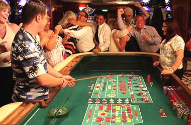 Ihmiset jotka pelataan kasinollan
