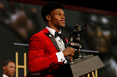 Futures odds hit the board in Las Vegas for 2017 Heisman Trophy